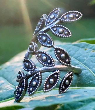 Silber Blattranken Ring im Ganesha Online Shop