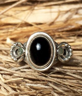 Kleiner Silberring mit Onyx Stein im Ganesha Online Shop