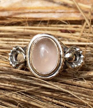 Kleiner Silberring mit Rosenquarz im Ganesha Shop Online kaufen