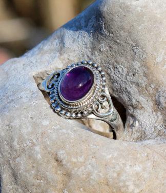 Kleiner Silberring mit Amethyst im Ganesha Shop