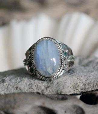 Silberring mit ovalen Mondstein im Ganesha Online Shop