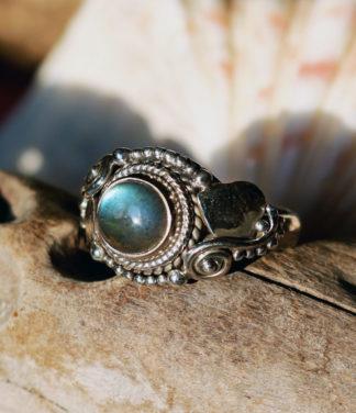 Kleiner Silberring mit Labradorit im Ganesha Shop