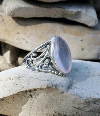 Silberring mit ovalen Rosenquarz im Ganesha Shop