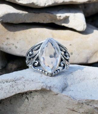 Silberring mit geschliffenen Bergkristall im Ganesha Online Shop