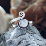 Offener Silberring mit Mondstein