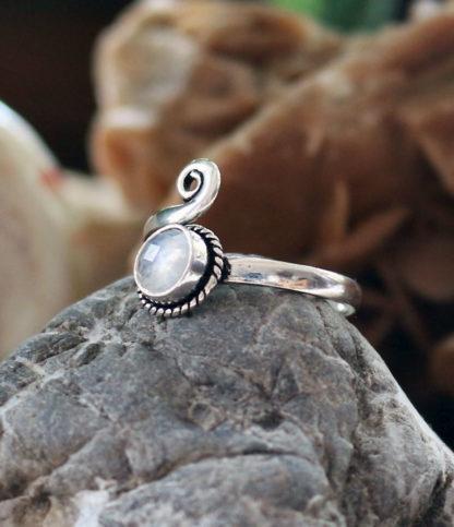Offener Silberring mit Mondstein im Ganesha Shop