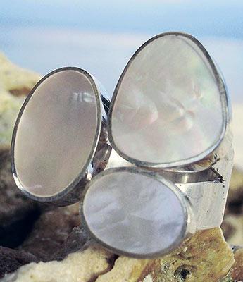Silberring mit weißen Perlmutt